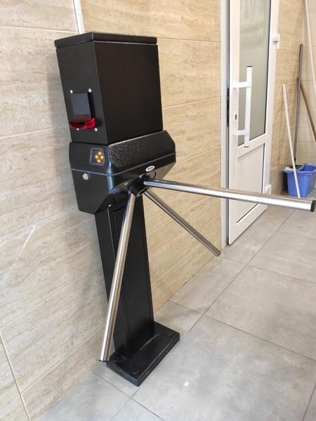 Організація платного доступу до туалетних приміщень масового користування.